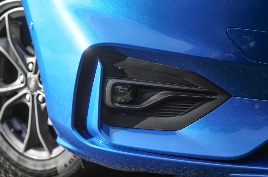 Ford Focus 2018 first drive review foglights