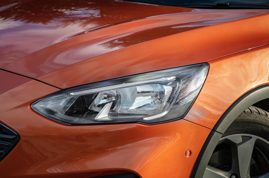 Đánh giá ổ đĩa đầu tiên của Ford Focus Active 2019 - đèn pha