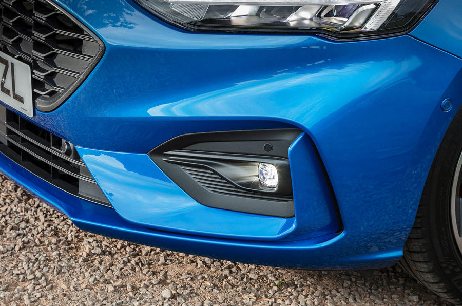 Ford Focus ST-Line 182PS 2018 UK first drive review - foglights