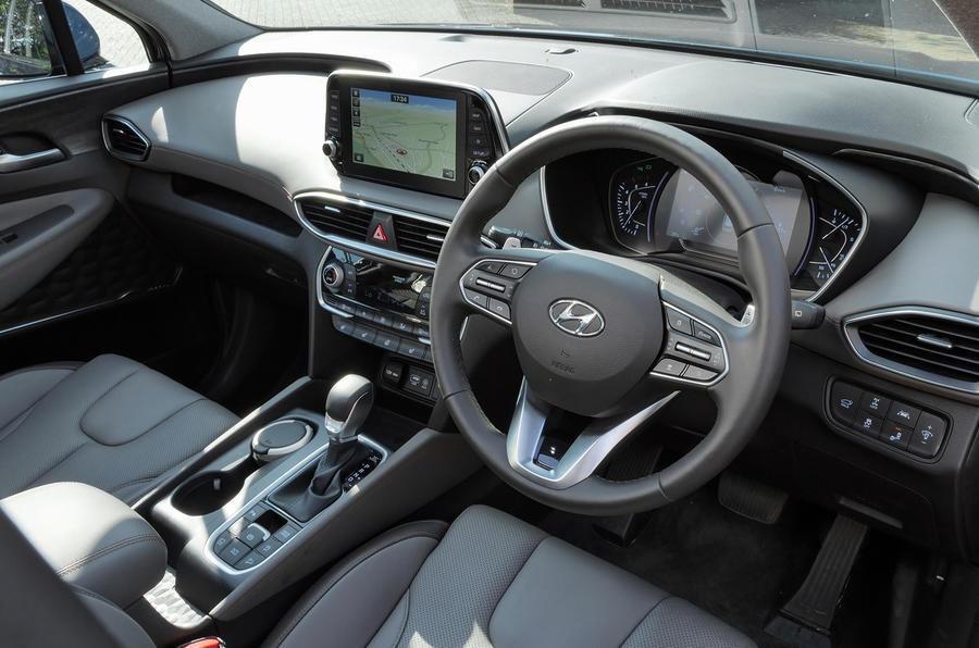 Hyundai Santa Fe 2018 UK first drive review - dashboard