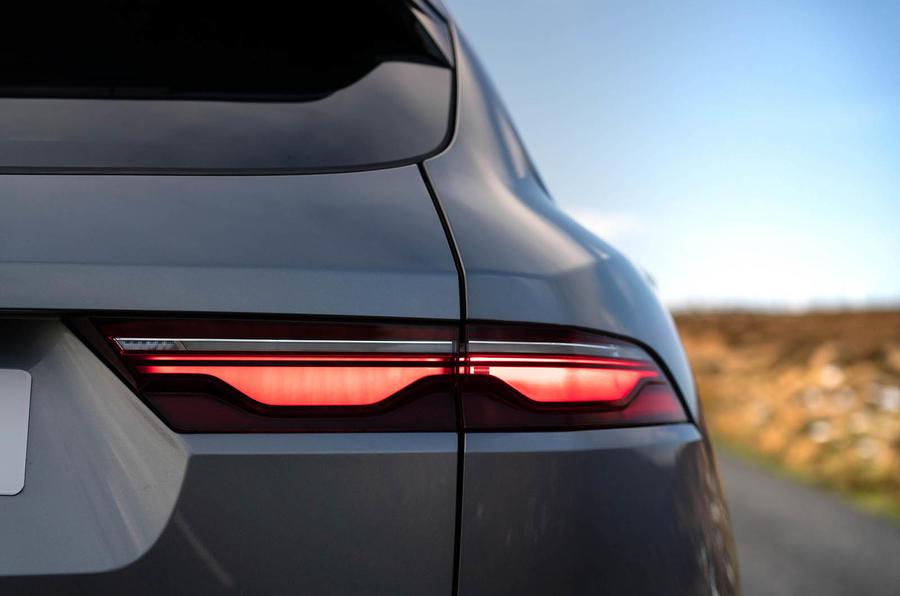 5 Jaguar F Pace 2021 : le premier examen de conduite des feux arrière au Royaume-Uni