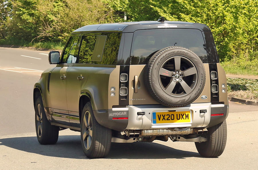 Land Rover Defender V8 - spy shot