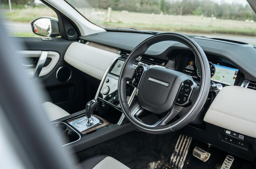 5 Tableau de bord Land Rover Discovery P300e 2021 UE FD