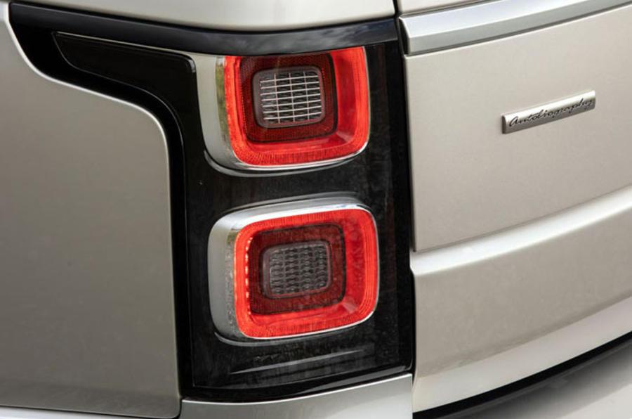 Land Rover Range Rover D300 2020 : premier bilan de conduite au Royaume-Uni - feux arrière