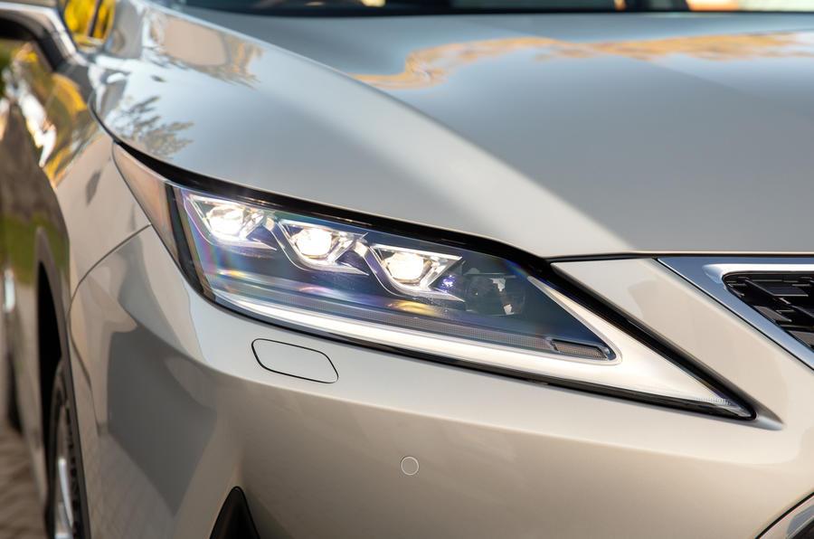 5 Phares du Lexus RX 450h L 2021 UE FD