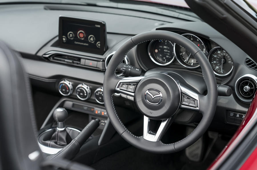 Mazda MX-5 2.0 Sport Tech 2020 : premier bilan de conduite au Royaume-Uni - tableau de bord