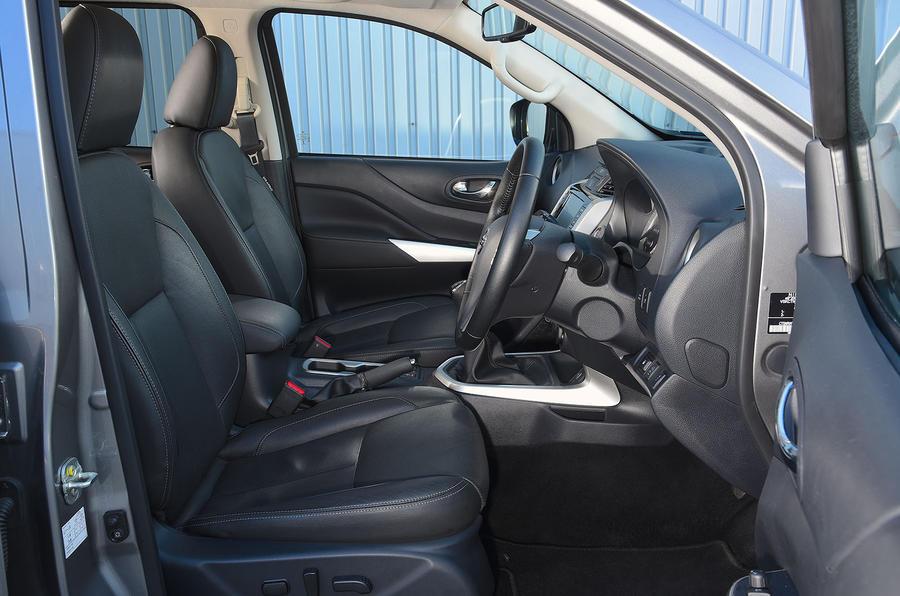 Nissan Navara 2020 : premier bilan de la conduite au Royaume-Uni - cabine