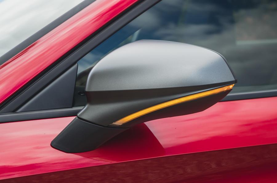 5 chỗ ngồi Leon Estate FR 2021 Gương cánh đánh giá lái xe đầu tiên của Vương quốc Anh