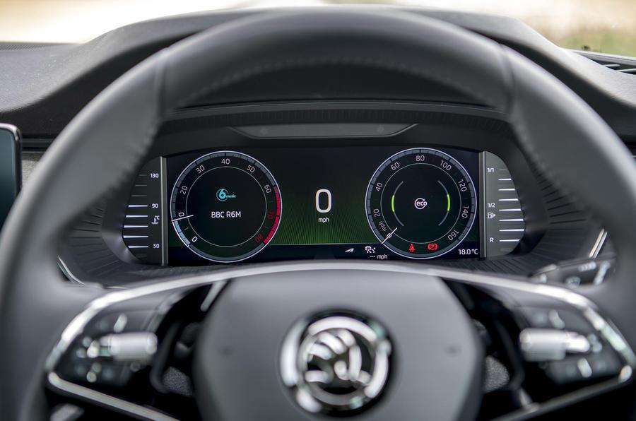 5 Skoda Octavia E Tec hybride 2021 : premiers instruments d'examen de la conduite au Royaume-Uni
