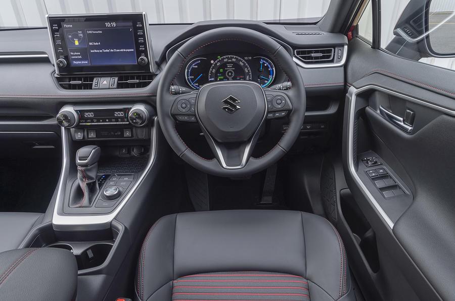 Suzuki Across Hybrid 2020 : premier bilan de la conduite au Royaume-Uni - cabine