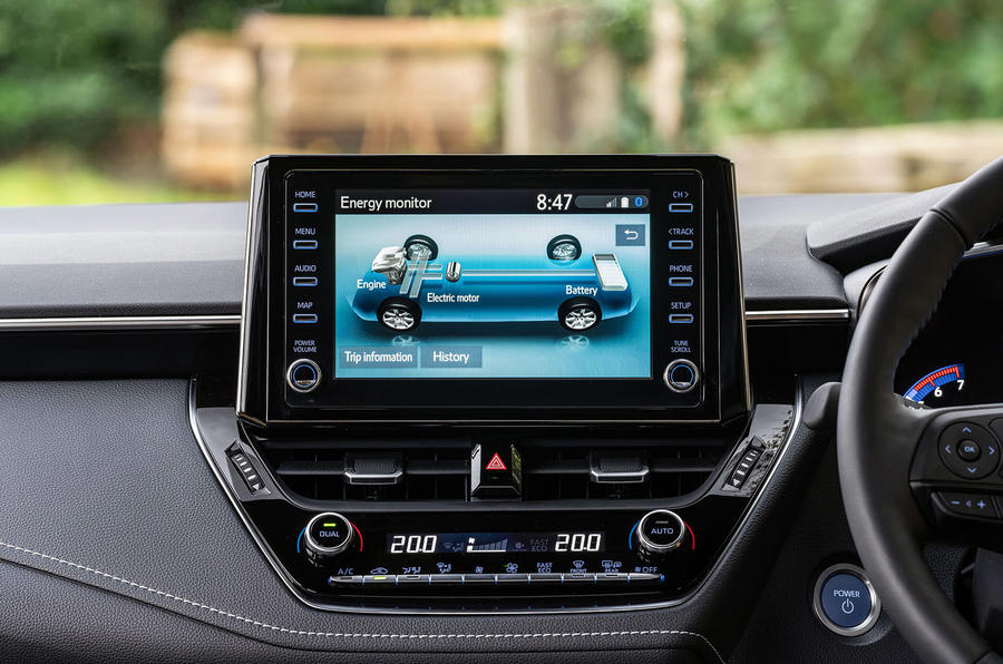 Suzuki Swace 2021 UK First Drive review - infotainment