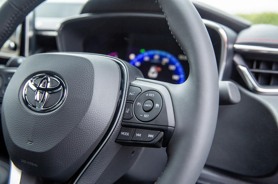 Toyota Corolla hatchback 1.8 hybrid 2019 UK review - steering wheel