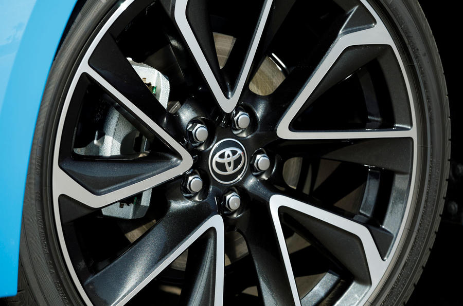 Toyota Corolla 2.0 XSE CVT 2019 review - alloy wheels