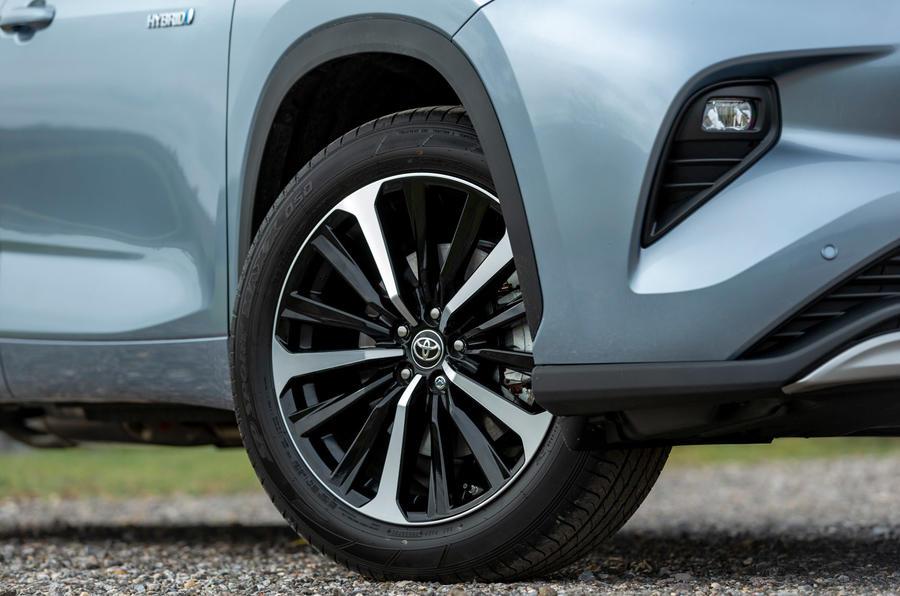 5 Toyota Highlander 2021, premier essai au Royaume-Uni - roues en alliage