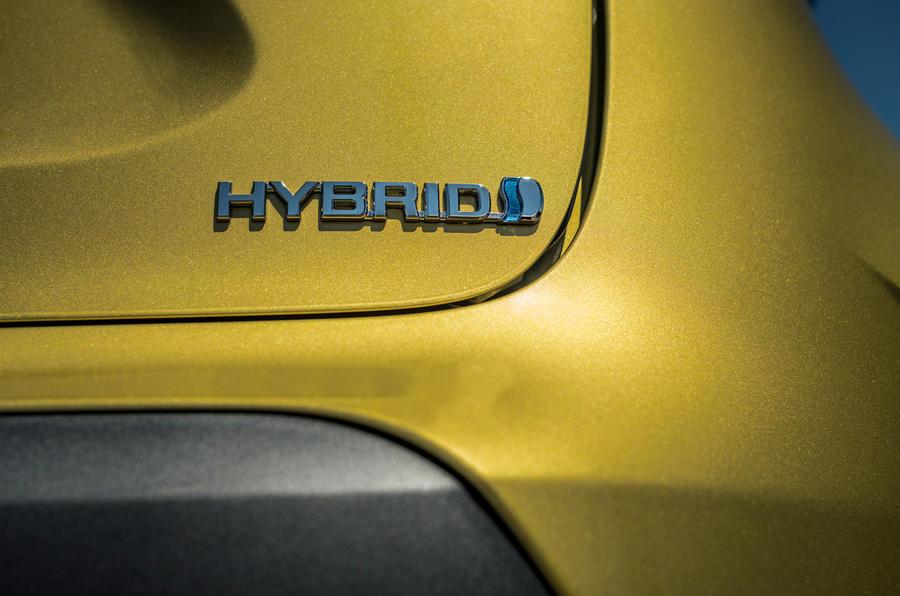 5 Toyota Yaris Cross 2021 UE LHD préprod badge arrière