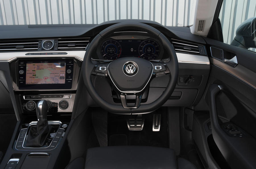 Volkswagen Arteon 1.5 EVO 2018 UK review steering wheel