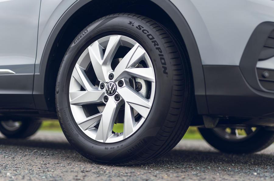 Volkswagen Tiguan Life 2020 : premier bilan de conduite au Royaume-Uni - roues en alliage