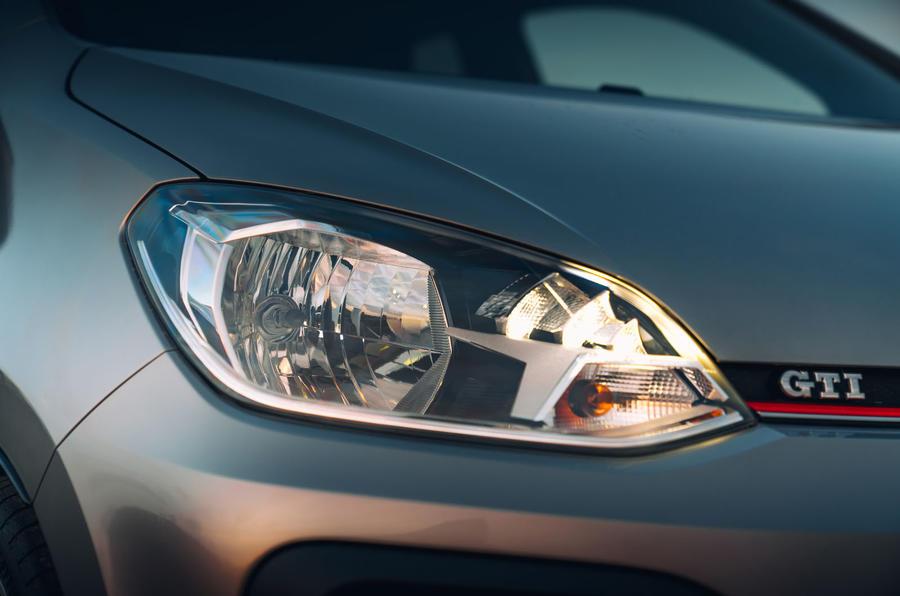 Volkswagen Up GTI 2020 : premier bilan de conduite au Royaume-Uni - phares