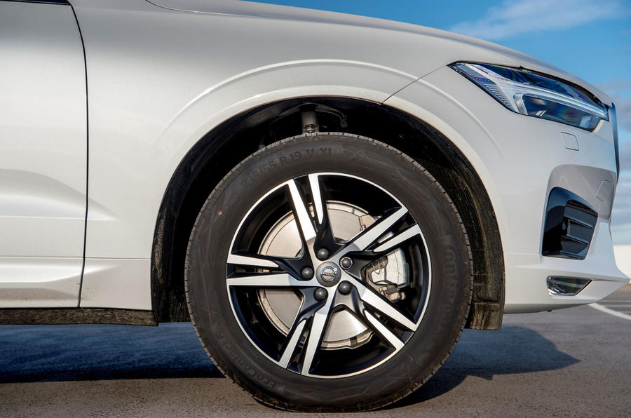 Volvo XC60 B5 2020 UK first drive review - alloy wheels