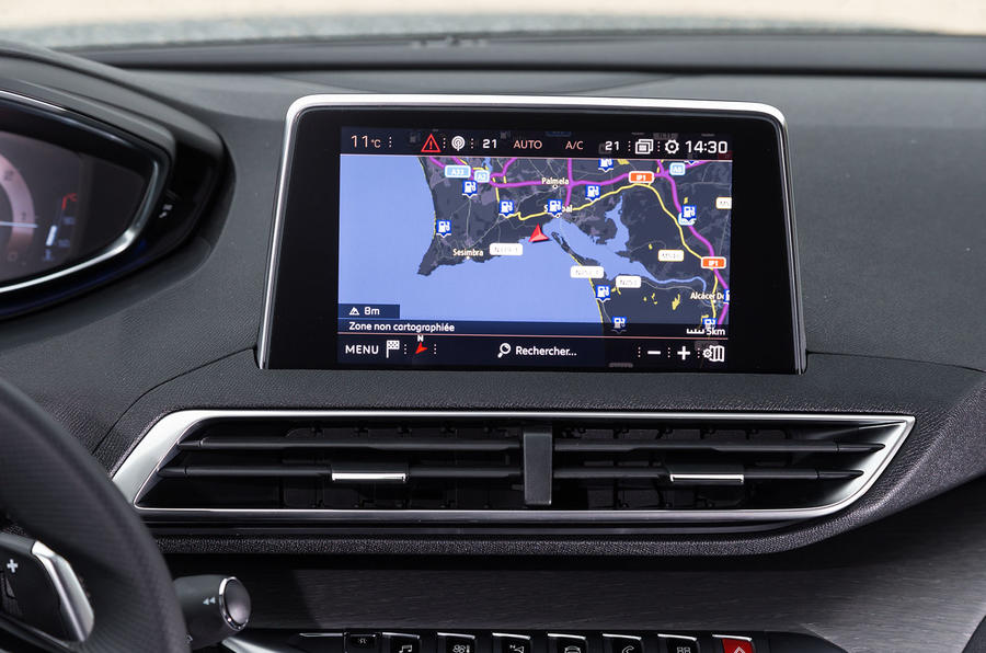 Peugeot 5008 infotainment system