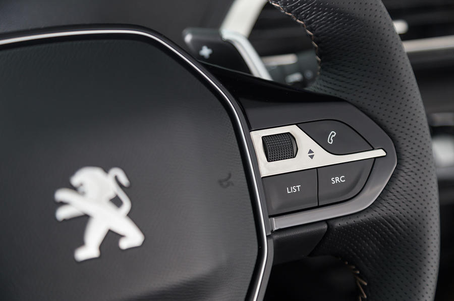 Peugeot 5008 audio controls