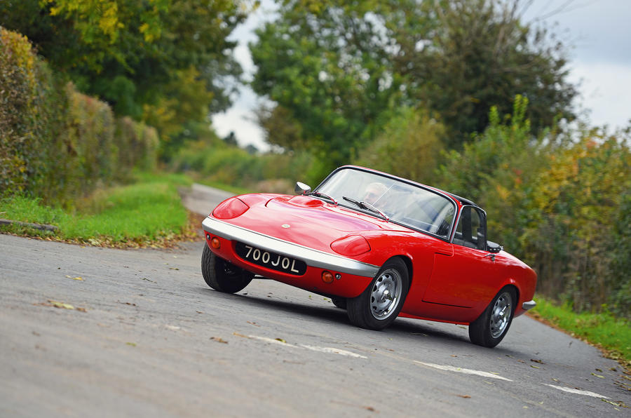 Lotus Elan (original) - tracking front