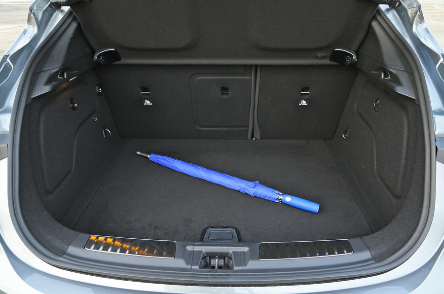 Infiniti Q30 2.2d AWD boot space