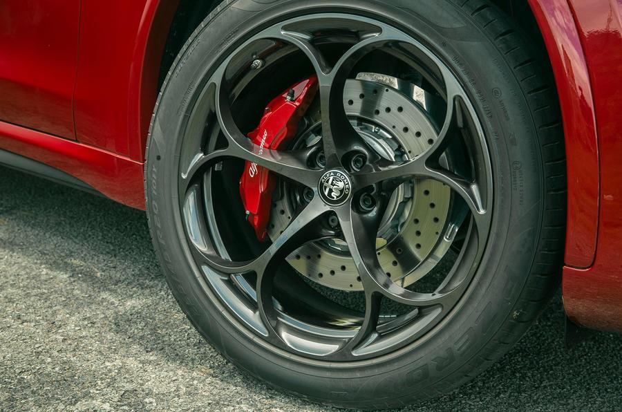 Alfa Romeo Stelvio Quadrifoglio 2020 : premier bilan de la conduite au Royaume-Uni - roues en alliage