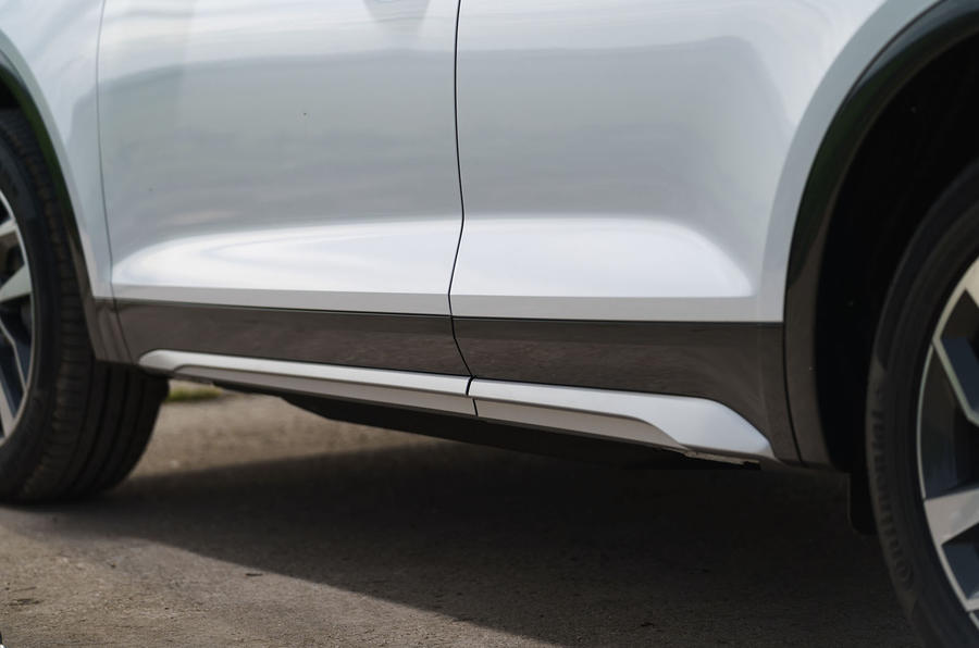 Audi Q5 40 TDI Sport 2020 UK first drive review - side skirts