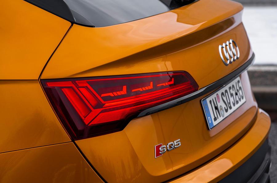 6 Audi SQ5 2021 : premier examen des feux arrière
