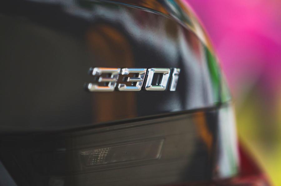 BMW 3 Series 330i 2019 UK review - rear badge