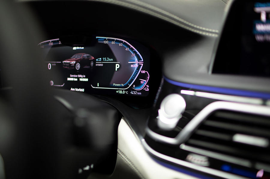 BMW 7 Series 745e 2019 first drive review - instrument cluster