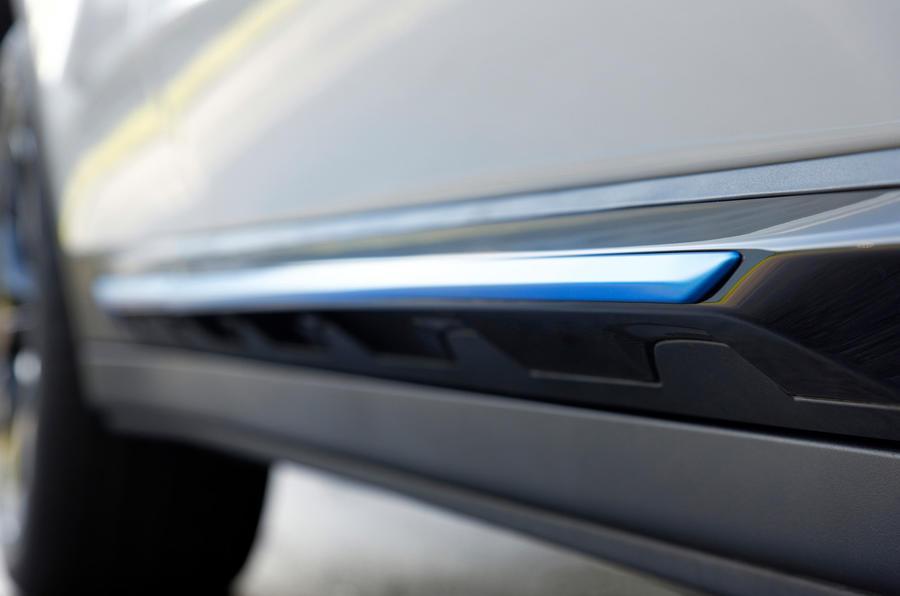 BMW iX3 2020 : premier bilan de conduite - jupes latérales