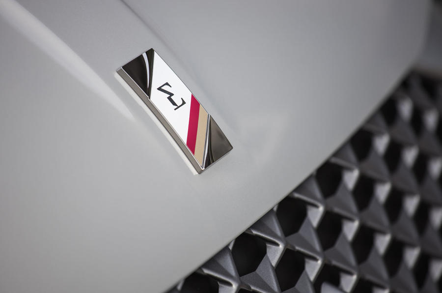 DS 3 E-Tense 2019 first drive - bonnet badge