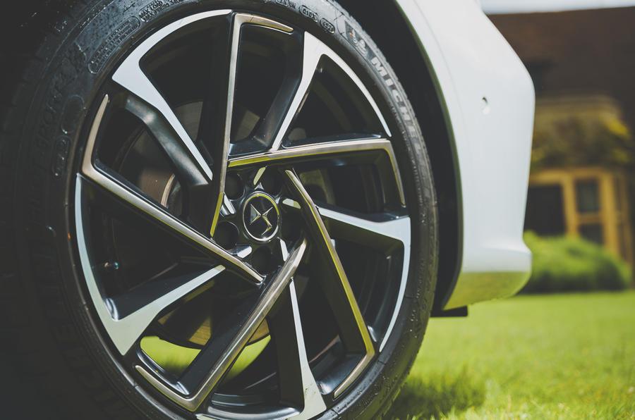 6 DS 9 2021 UE FD roues en alliage
