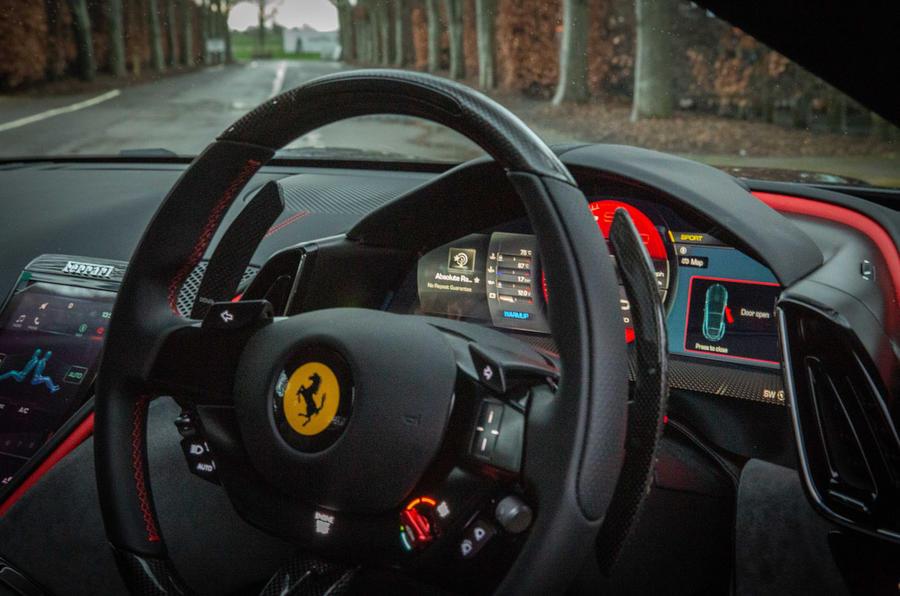 Ferrari Roma 2021 : premier examen de conduite au Royaume-Uni - tableau de bord