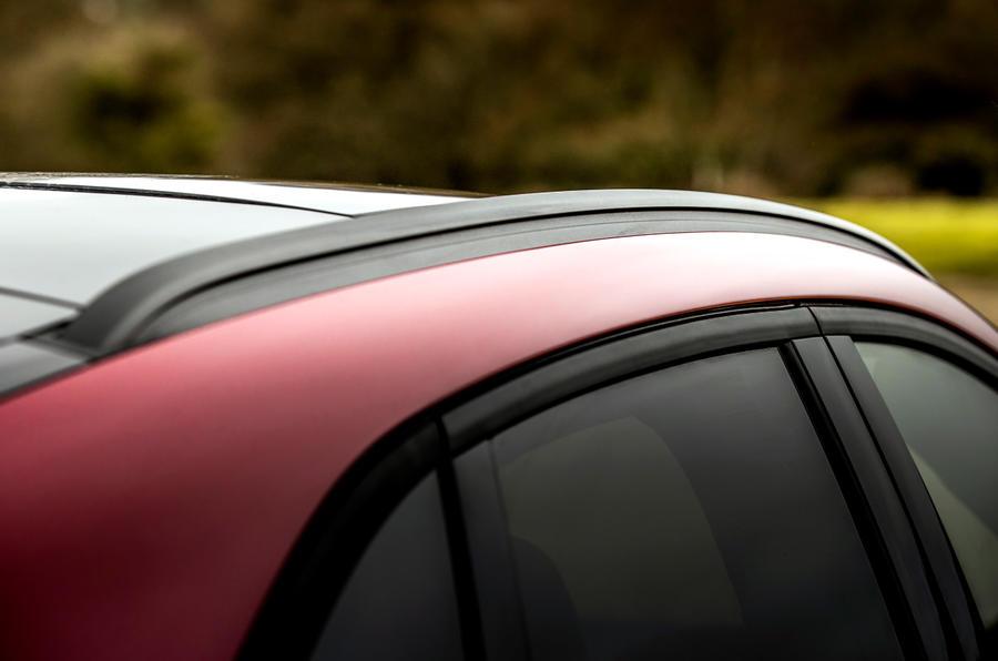 6 Ford Kuga FHEV 2021 UE FD rails de toit