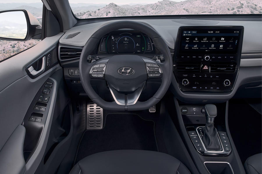 Hyundai Ioniq plug-in hybrid 2019 first drive review - dashboard