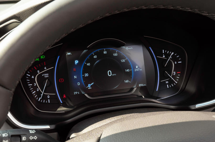 Hyundai Santa Fe 2018 UK first drive review - instrument cluster