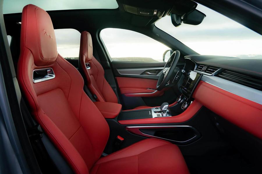 6 Jaguar F Pace 2021 : première cabine d'examen de conduite au Royaume-Uni