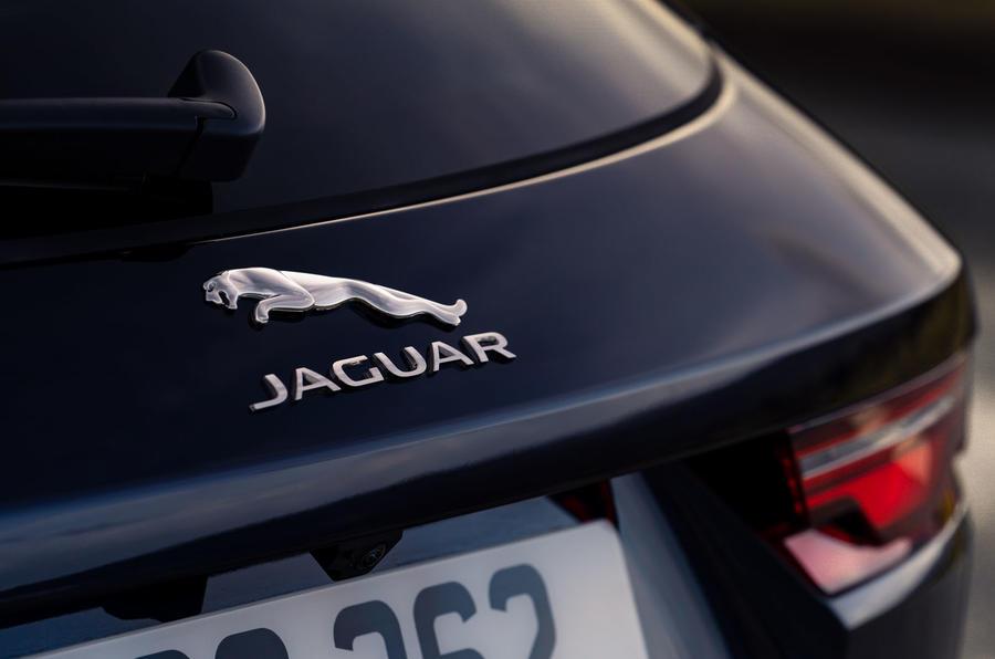 6 Jaguar F Pace P400e 2021 uk first drive review badge arrière