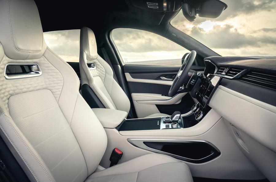 6 Jaguar F Pace SVR 2021 : première cabine d'examen de conduite au Royaume-Uni