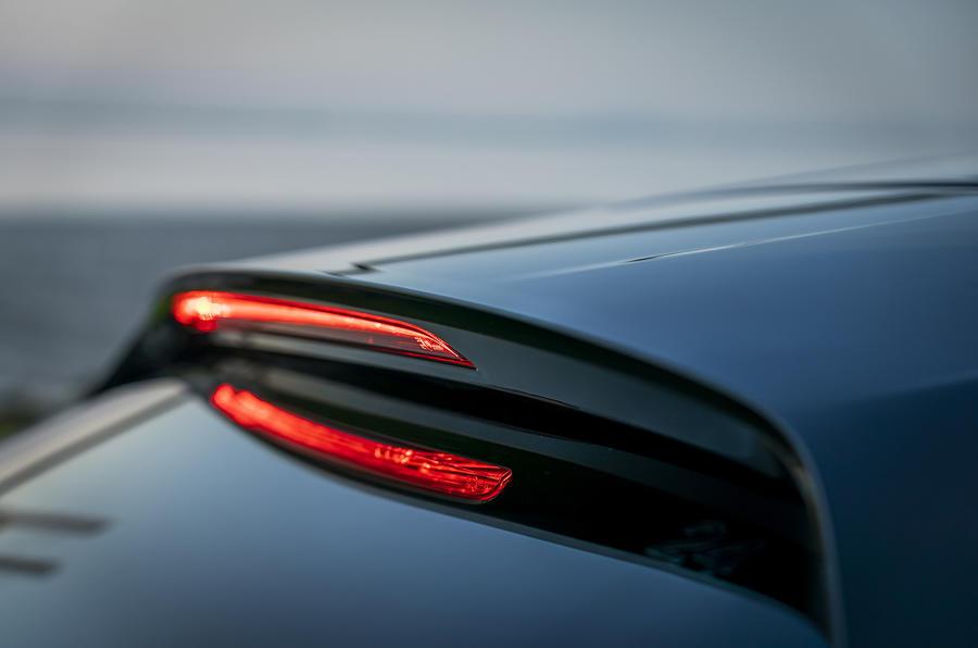 Đánh giá xe Mazda 3 2019 châu Âu đầu tiên - đèn phanh