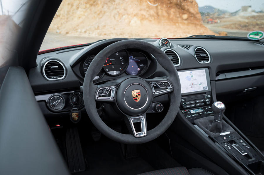 Porsche Boxster T 2019 first drive review - steering wheel