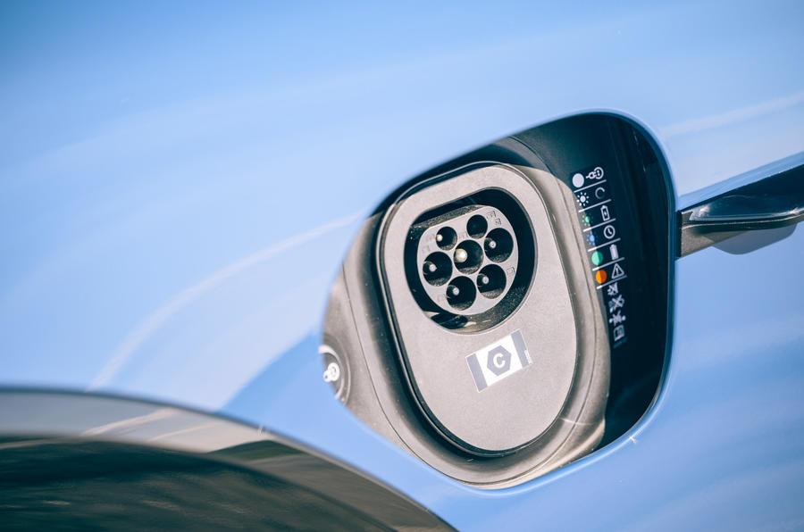 6 Port de charge de la Porsche Taycan Cross Turismo 2021 LHD