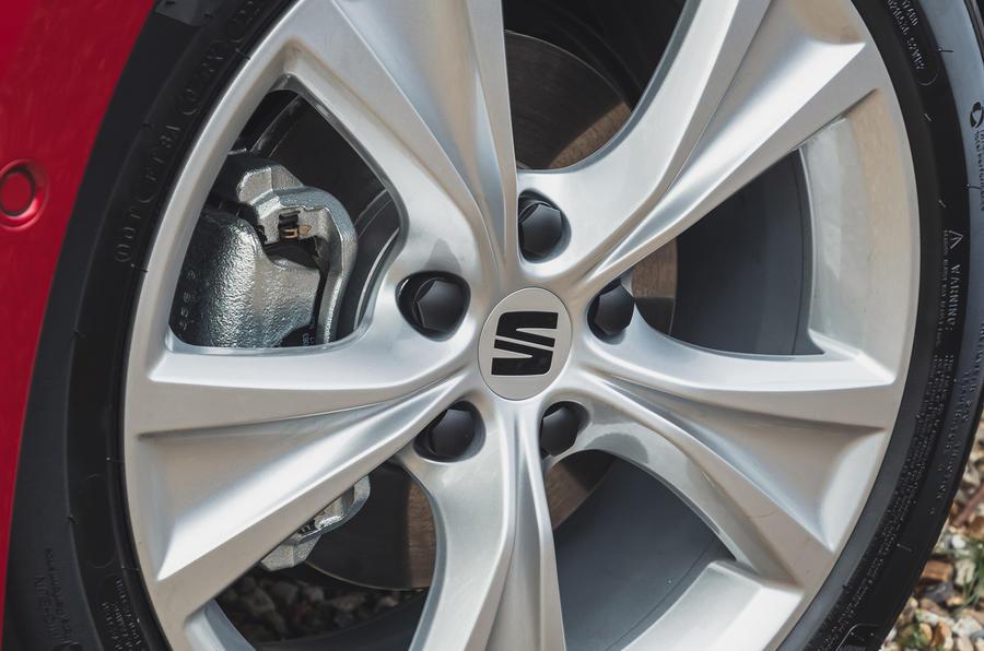 6 chỗ Leon Estate FR 2021 Đánh giá bánh xe hợp kim dẫn động đầu tiên của Vương quốc Anh