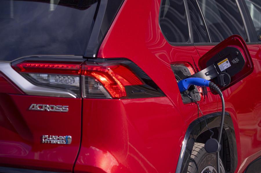 Suzuki Across Hybrid 2020 : premier bilan de la conduite au Royaume-Uni - port de charge