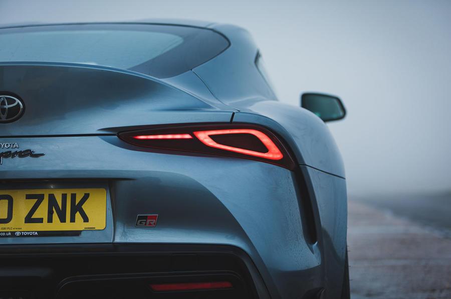 6 Toyota GR Supra 2 litres 2021 Premier examen des feux arrière au Royaume-Uni