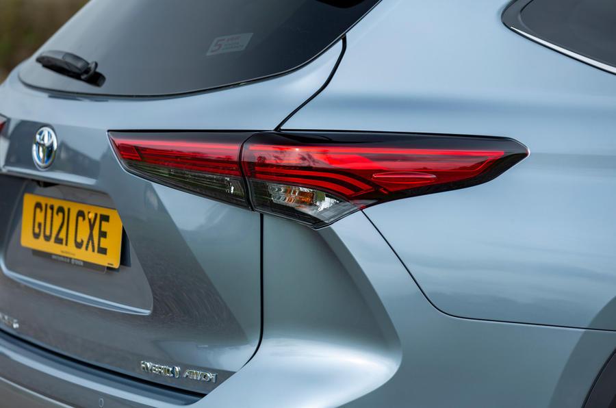 6 Toyota Highlander 2021, premier essai au Royaume-Uni, feux arrière