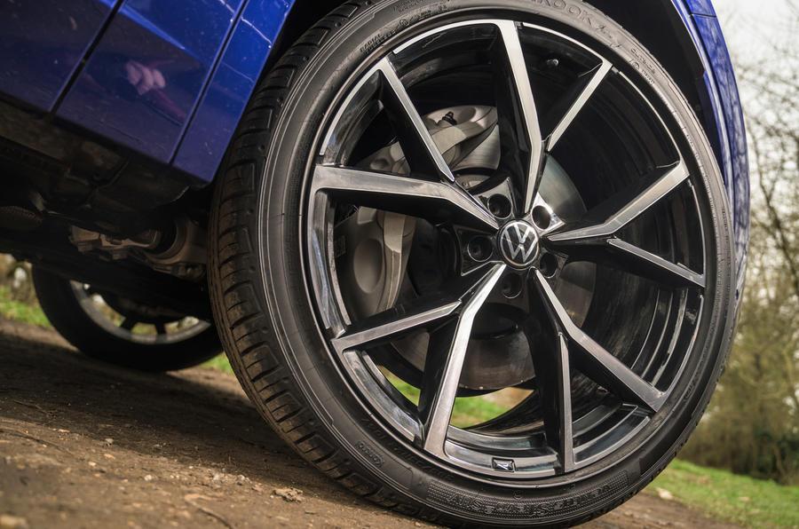 6 Volkswagen Touareg R eHybrid 2021 : premier essai au Royaume-Uni - roues en alliage